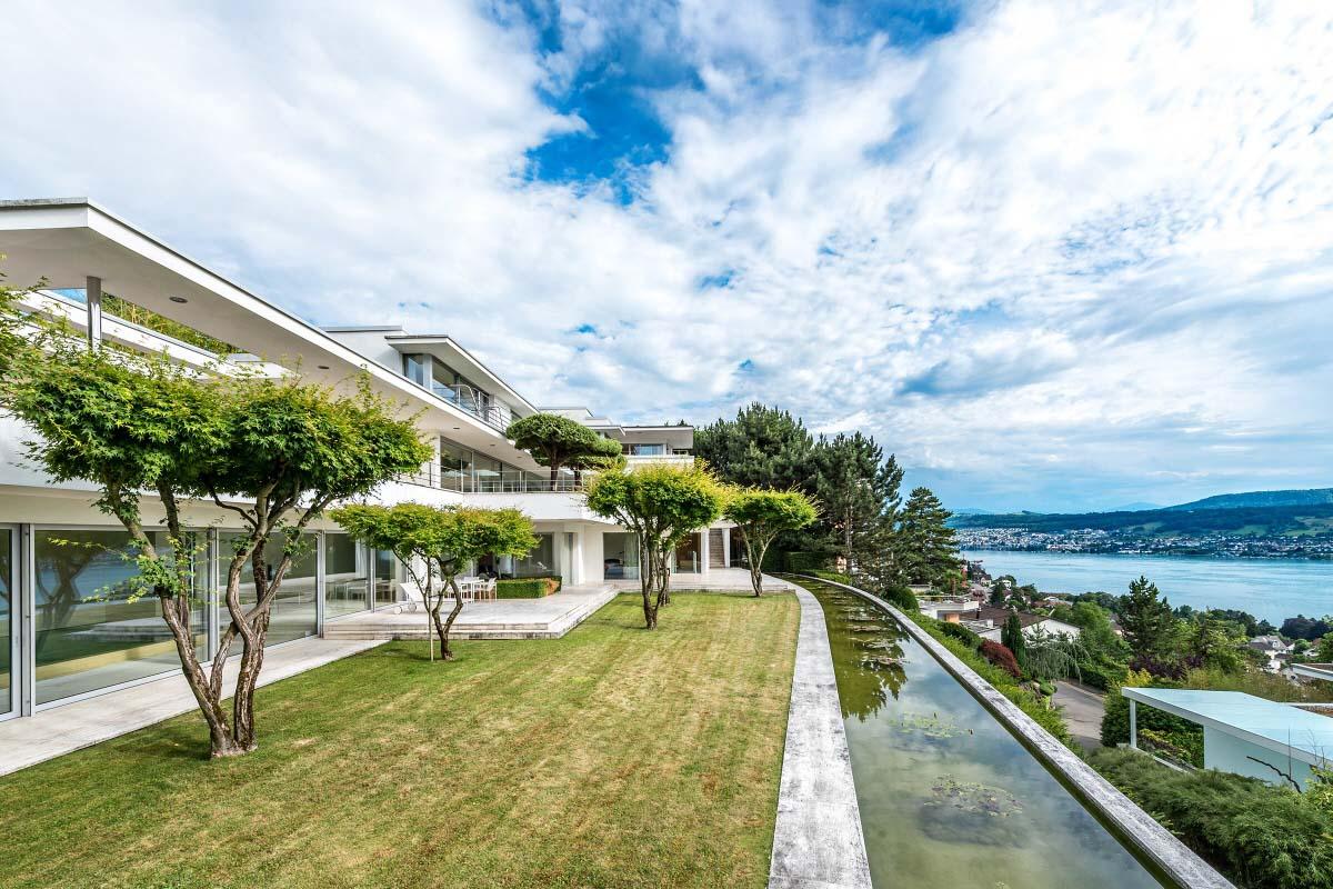 architektenhaus von edler sch nheit 8703 erlenbach die terrassenartig angelegte villa wurde. Black Bedroom Furniture Sets. Home Design Ideas